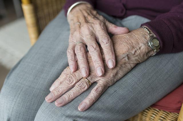 Jak wyselekcjonować dobry dom opieki dla seniora?